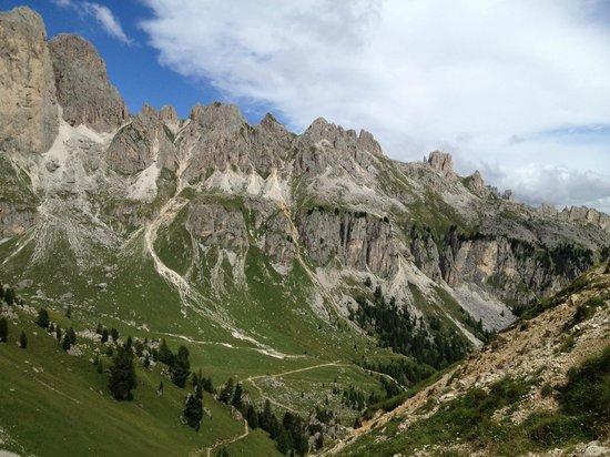 Alpen Hotel Corona Sport & Wellness: la Val di Fassa..