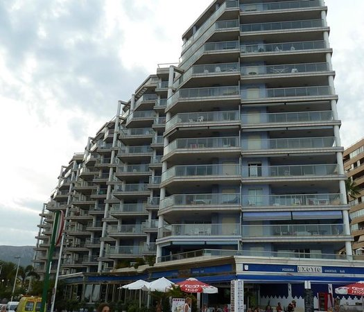 Apartamentos Hipocampos: Edificio Hipocampos desde paseo marítimo