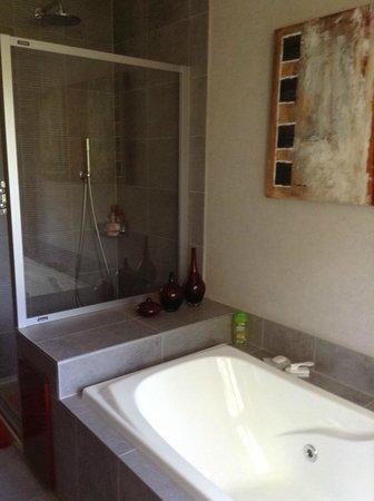 La Villa Fleurie: Salle de bains.