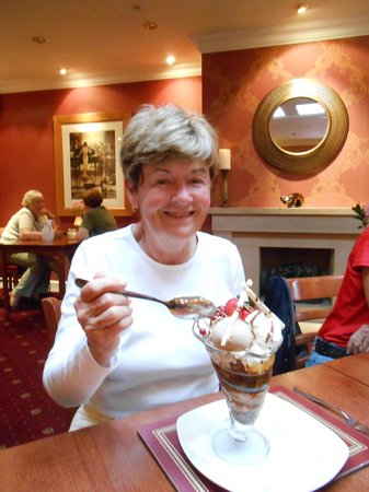 Carrick Lodge Restaurant: Sticky toffee pudding coupe!!!!