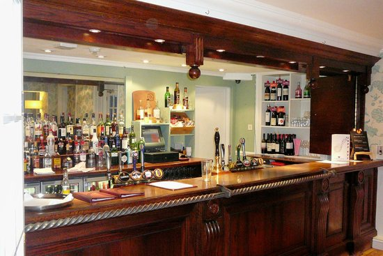 Mercure Salisbury White Hart Hotel: The Bar in the Pub
