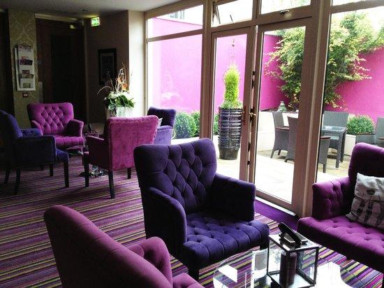 Talbot Hotel: indoor lounge