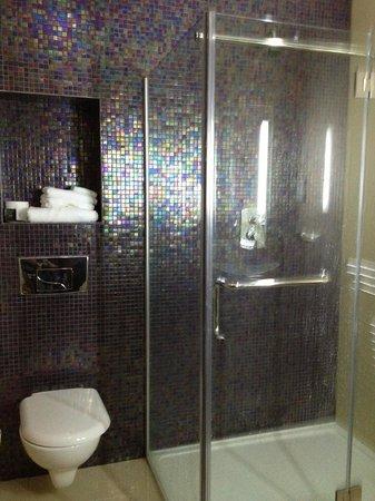 Talbot Hotel: bathroom