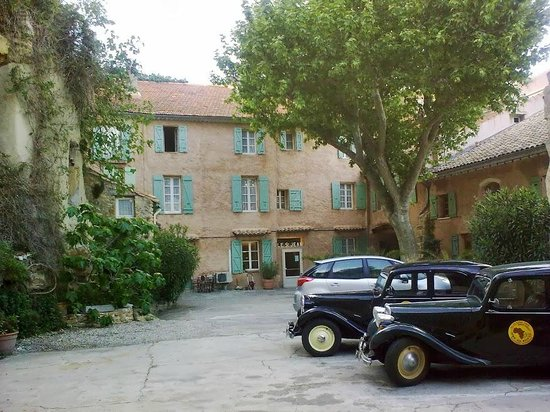 Hotel Saint Jean: parkering på egen gård