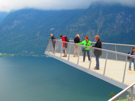Pension Hallberg: Great view from above Hallstatt. 13e for trip up or a steeeeep walk for 0e