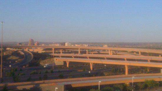 Crowne Plaza Albuquerque: Vista de la autopista desde el 10 piso