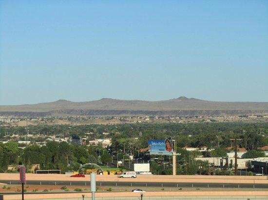 Crowne Plaza Albuquerque: Vista de la habitación