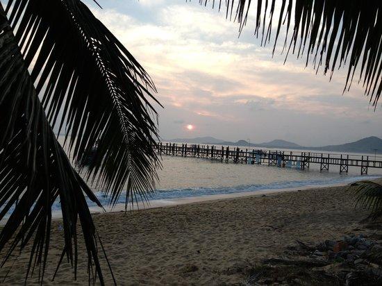 Coco Palm Beach Resort: Sonnenaufgang von der Frühstücksterrasse beobachtet