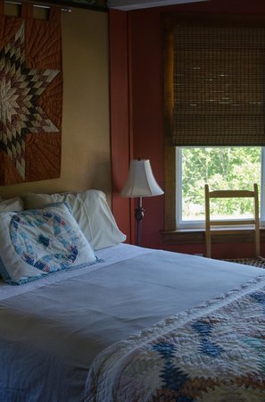 The Maven Gypsy Bed & Breakfast & Cottages: Suite Room