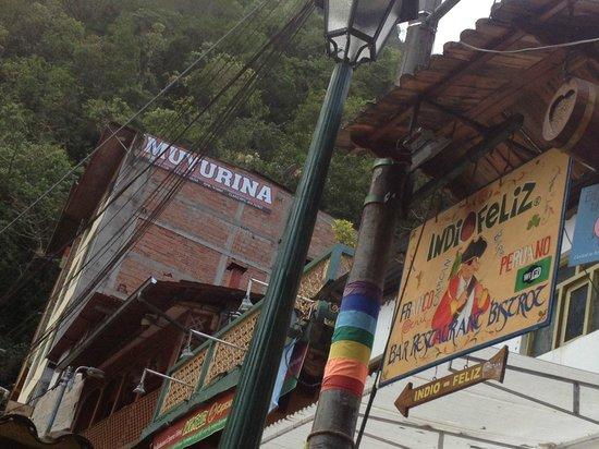 Hostal Muyurina: No lado esquerdo acima. o Hostel. Fica ao lado do restaurante Indio Feliz
