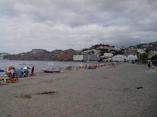 Almunecar Playa Spa Hotel: playa a pie de hotel