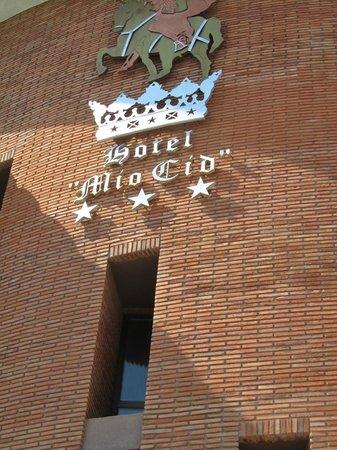 Hotel Mio Cid: le dessus de l'entrée