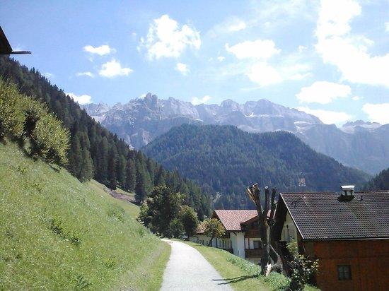 Hotel Jagdhof: Sentiero per il centro di Selva in Val Gardena