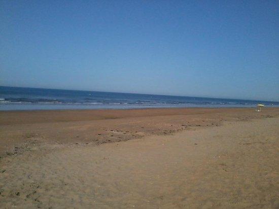 Hotel Pato Amarillo: playa de punta umbria