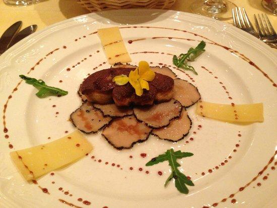 La Calèche : Foie gras poêlé sur carpaccio de truffe blanche