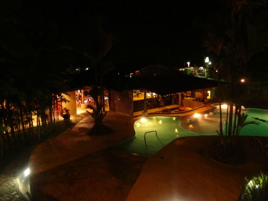 Arenal Backpackers Resort: De noche
