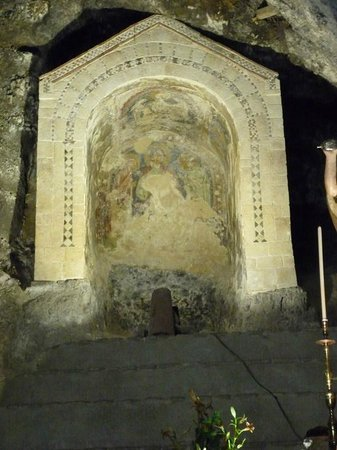 Abbazia di San Michele: un particolare dell'affresco nella grotta