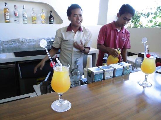 Mercure Bali Nusa Dua: 親切なスタッフのいるBar。オリジナルカクテルがおいしい。