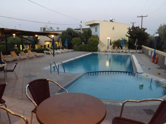 Argiro Village: piscina