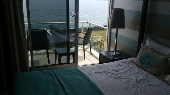 Aparthotel Atlântida Mar: Intérieur de la chambre