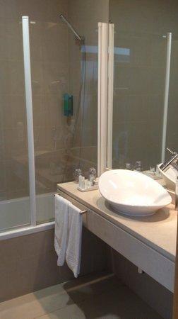 Aparthotel Atlântida Mar: Salle de bain