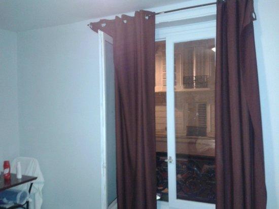 Hotel Nation Montmartre : window
