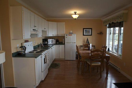 Ocean Delight Cottages: Kitchen