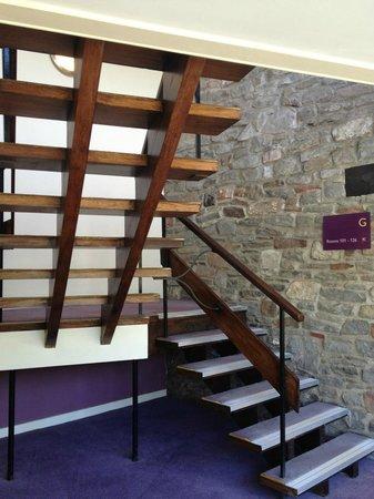 Premier Inn Bristol (Alveston) Hotel: 60's style staircase