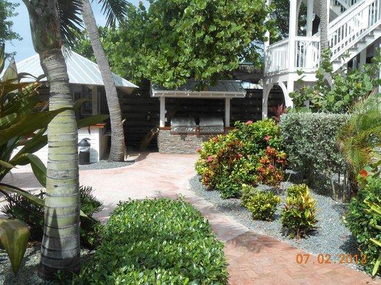 Coconut Beach Resort: Grill area