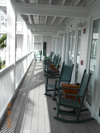 Coconut Beach Resort: Our porch/hallway