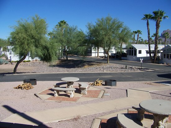 Superstition Lookout RV Resort : Looking east to Supertition Mountain