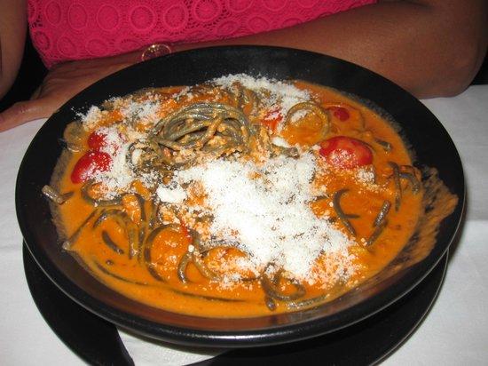 La Nicoletta Bilbao: Espagetti negros con salsa de salmon