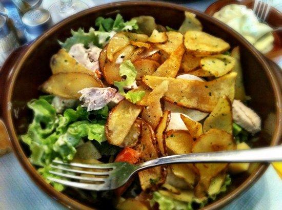 LE RELAIS GASCON : Ensalada con Pollo y patatas fritas