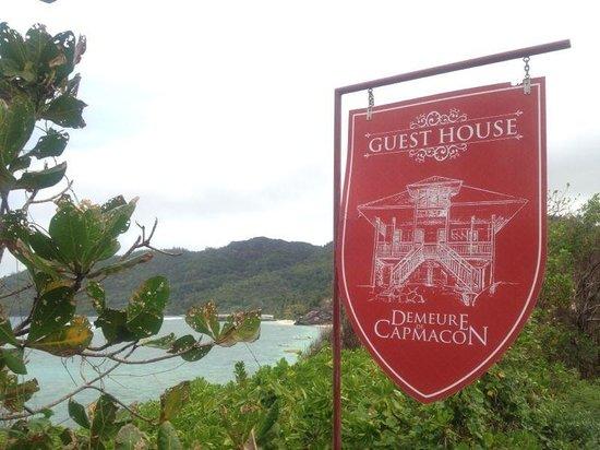 Demeure de Cap Macon: L'insegna della Guest House!