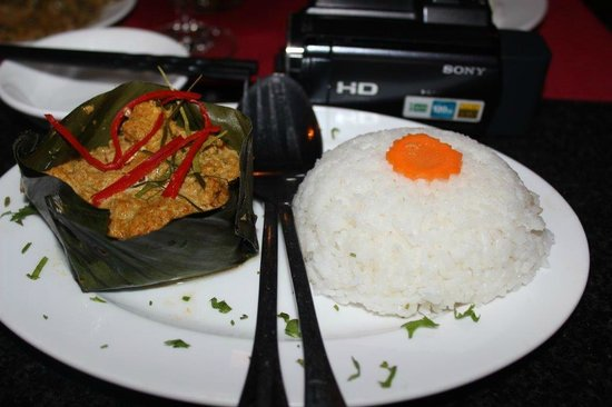 L'Orchidee Restaurant : The best Fish Curry we have ever had, served in a banana leaf