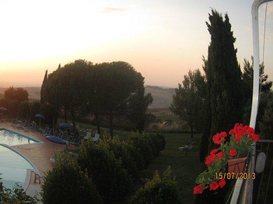 Hotel Palazzuolo: vista piscina dalla terrazza del ristorante