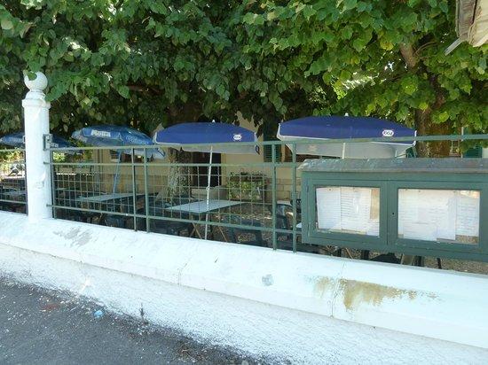 Pont-de-Pany, France: Terrasse très agréable