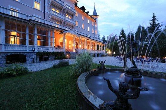 Romantik Hotel Schweizerhof : Aussenansicht Sommer