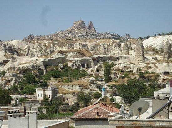 Elysee Cave House : Vista de Üchisar desde la terraza del hotel