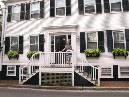Pineapple Inn : Front entrance
