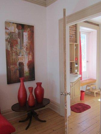 Ile de Garde : View from bedroom into our bathroom