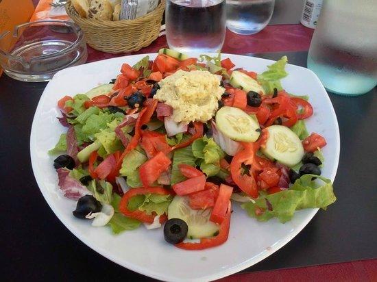 Golden Eagle Street Bar: la mia vegan salad  con dressing di carciofi!!!