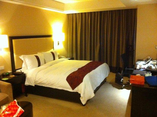 Lee Gardens Hotel Shanghai : 大きなベッド