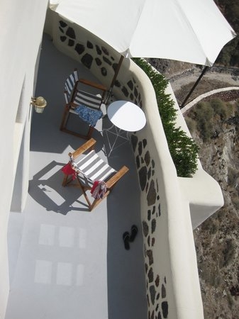 Pezoules : Our own private patio/balcony