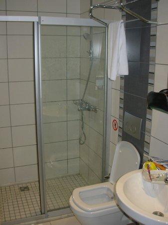 Hotel Ilkay: baño