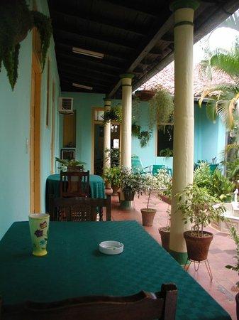 Hostal Buen Viaje: terraza