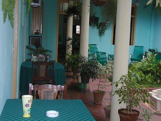 Hostal Buen Viaje: terraza-comedor