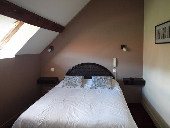 Hotel Le Saint Florent : bedroom