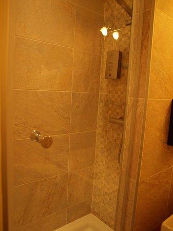 Hotel Le Saint Florent : Shower