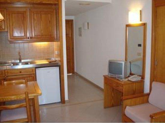ILUNION Menorca: Interior apartamento